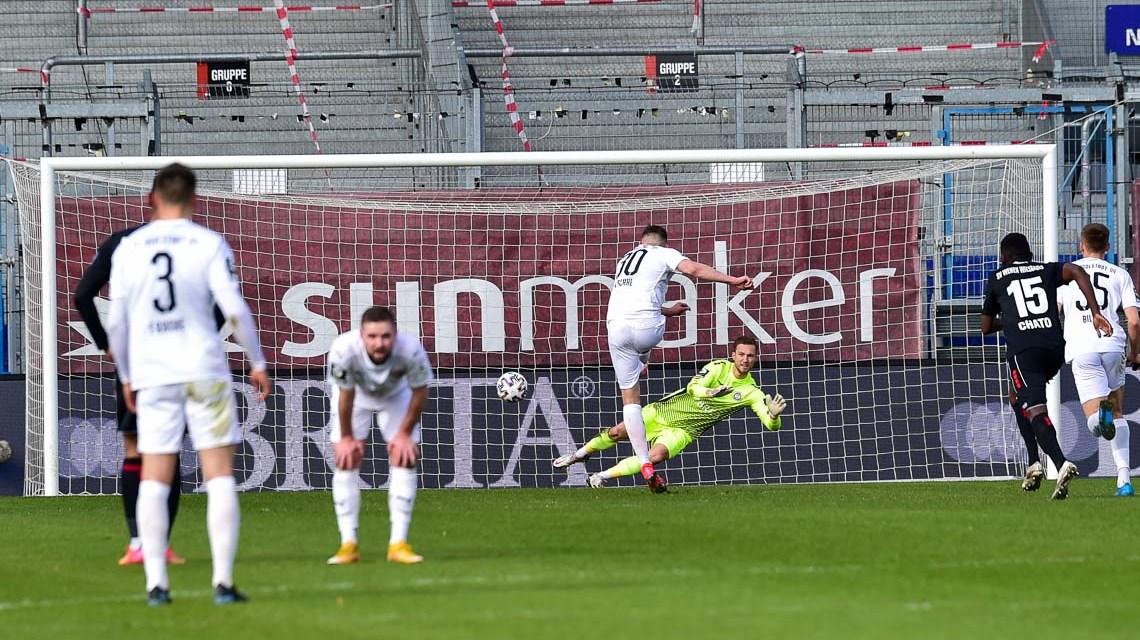 Elfmeter, Fußball Bundesliga, 3. Liga, 2020.2021, 28. Spieltag, SV Wehen Wiesbaden - FC Ingolstadt, 1:2