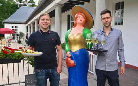 Daniel Hilsenbeck und Fabian Lavatsch kümmern sich um das Wohl der Gäste.