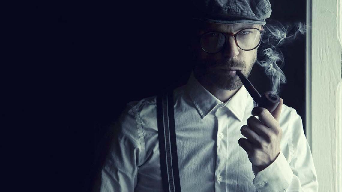 Detektiv bei der Arbeit: denken – Bild von Sammy-Williams auf Pixabay