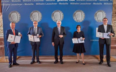 Dr. Martin Hein, Norbert Kartmann, Volker Bouffier, Andreas von Schoeler und Minka Pradelski. ©2021 Staatskanzlei