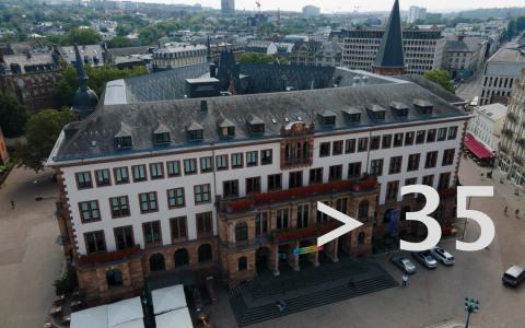 38,8 und härtere Corona-Regeln. ©2021 Volker Watschounek