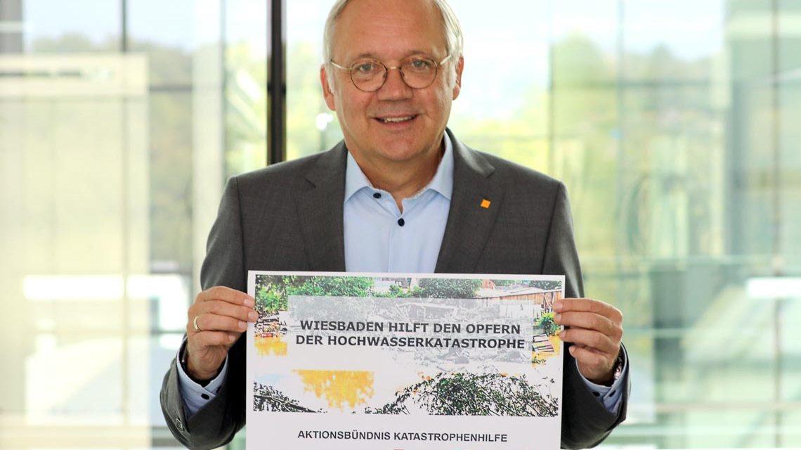 """Ralf Schodlok, Vorstandsvorsitzender der ESWE Versorgungs AG, startet die Spendenaktion """"Wiesbaden hilft den Opfern der Hochwasserkatastrophe"""""""