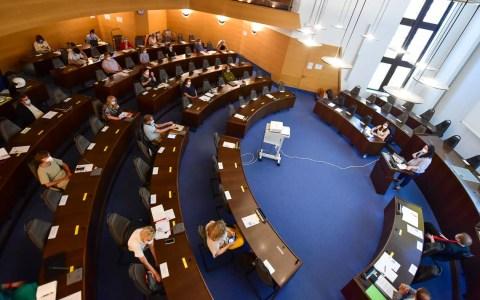 Stadtverordnetensaal zu Beginn Diskussionsrunde zum Schulentwicklungsplan