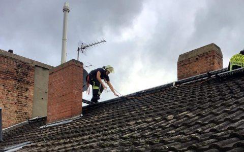 Feuerwehreinsatz auf dem Dach