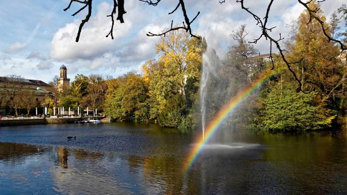 Wiesbadens Kurpark im Herbst