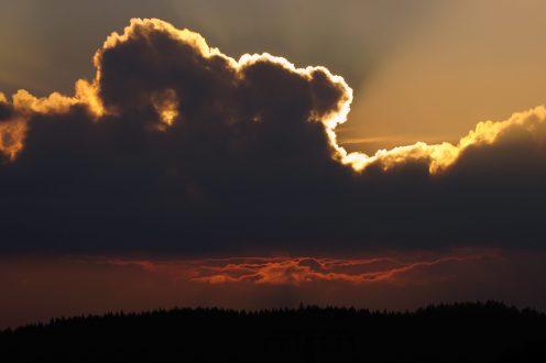 Dramatischer Sonnenuntergang bei Schönbach