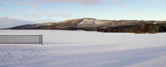 Blick auf die Landschaft im Schnee...mit Schneeschutzzaun