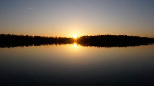 Stimmungsvoller Sonnenuntergang am Olbasee