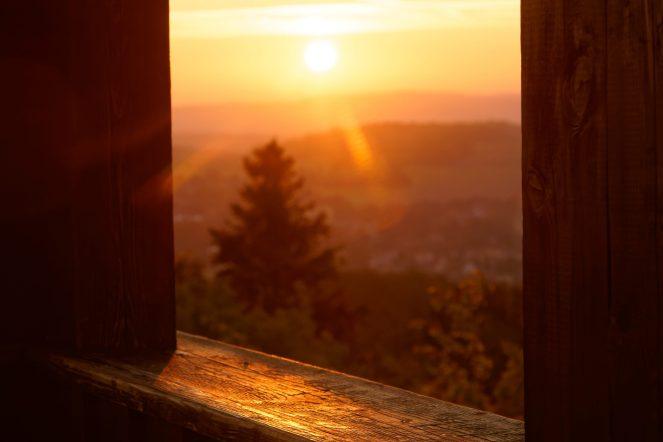 Warmes Licht an einem kalten Morgen.. Bielebohturm
