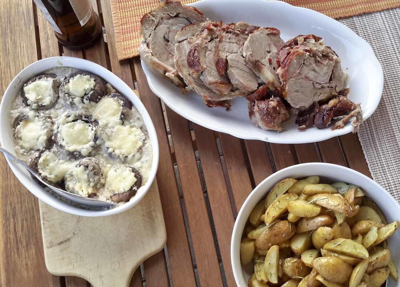Brot, Pizza und Fleisch Backen im Holzbackofen