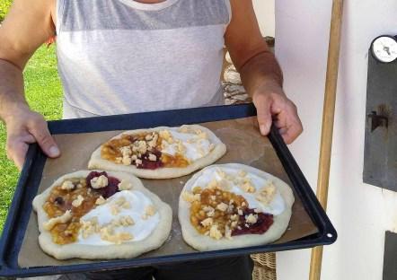 Leckere Teilchen gebacken in 10 Minuten im Holzbackofen