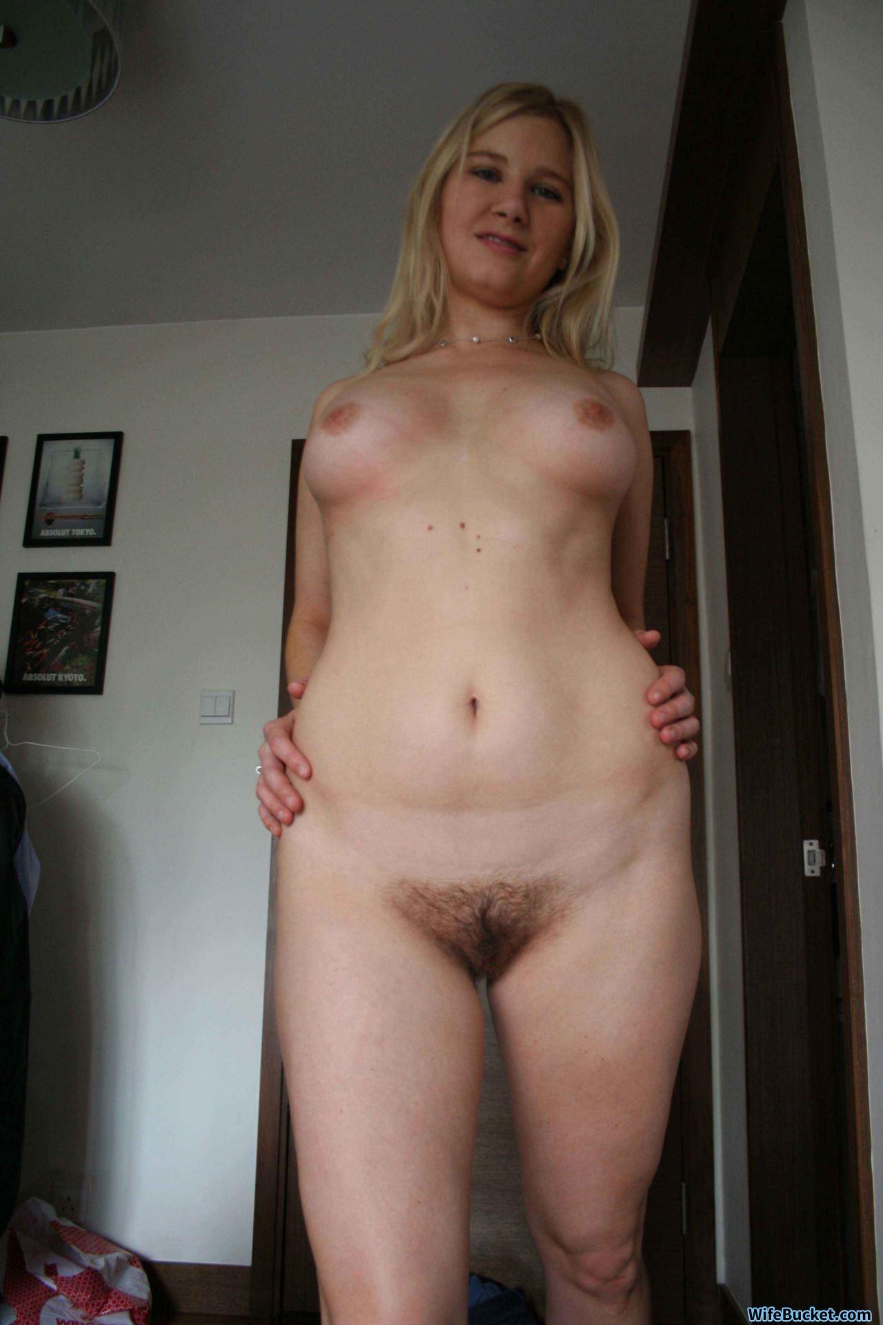 Naked housewife selfies