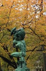 Autumn comes to Square de Meeus, Brussels