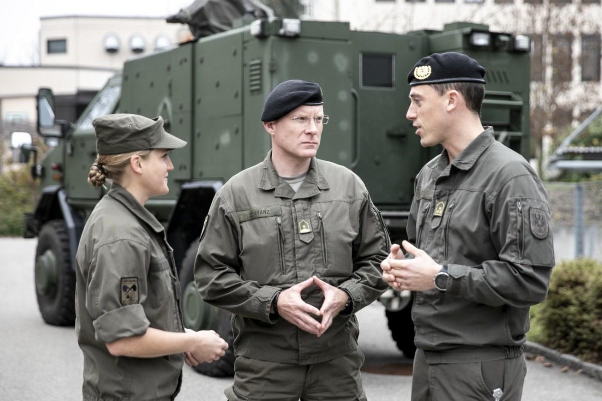 Attention! Österreichische Offiziere lernen Englisch