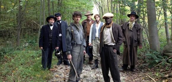 Frank Brückner as John Linden leads the search for the missing children.