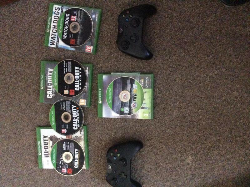 2 Xbox 1 Controllers An A Couple Of Games Sandown