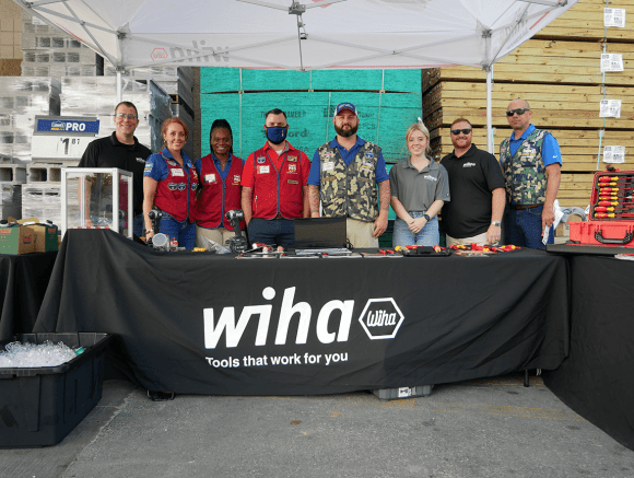 Lowe's and Wiha team members in Mooresville, NC store 0595