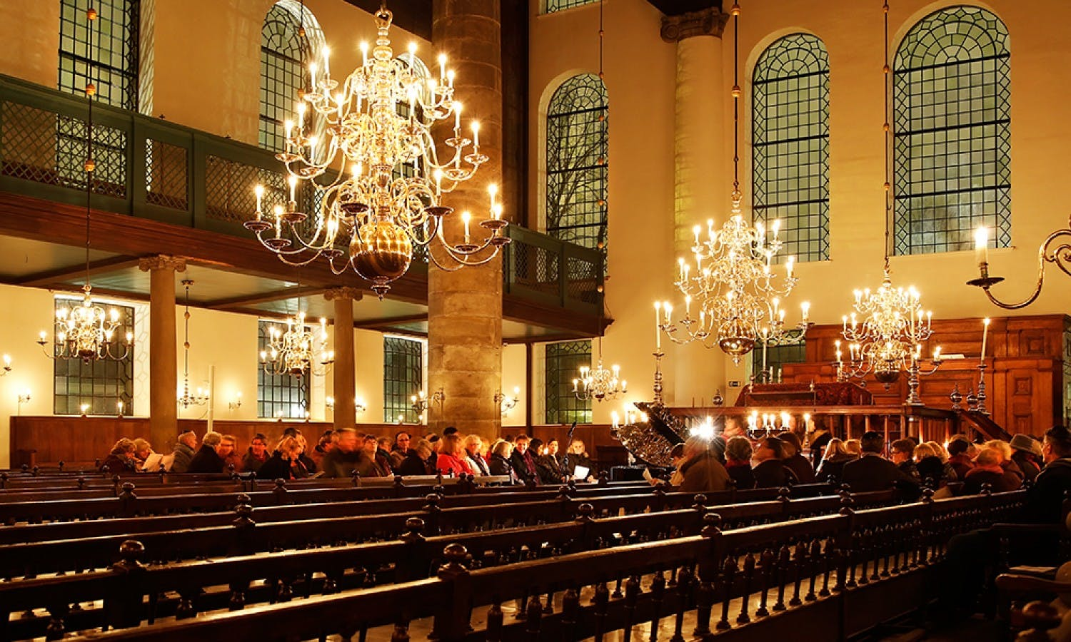 Candlelit concert at Portuguese Synagogue in Amsterdam
