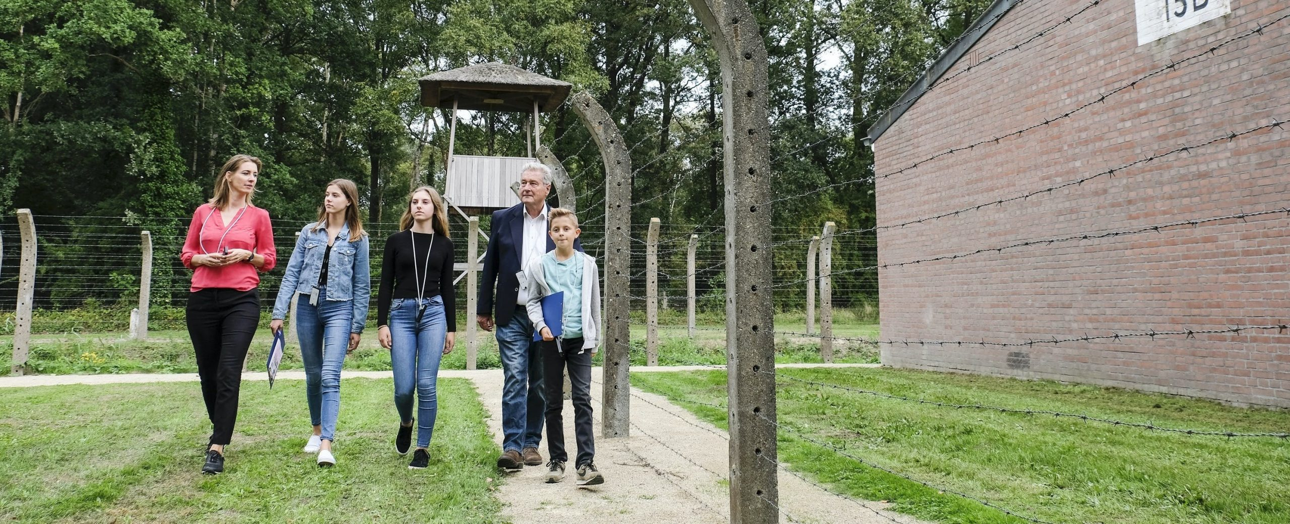 Rondleiding met kleine groepen door Nationaal Monument Kamp Vught en Historisch 's-Hertogenbosch in WO II