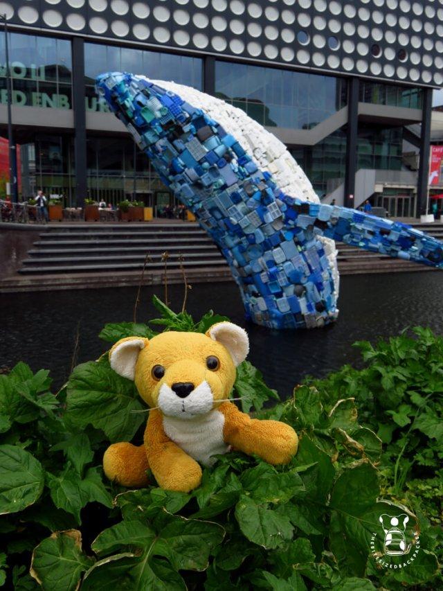 Fluffy neemt afscheid van 'Skyscraper', de walvis bij Utrecht Centraal