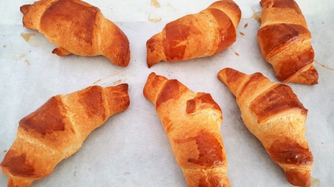 Champagne ontbijt maken: croissants