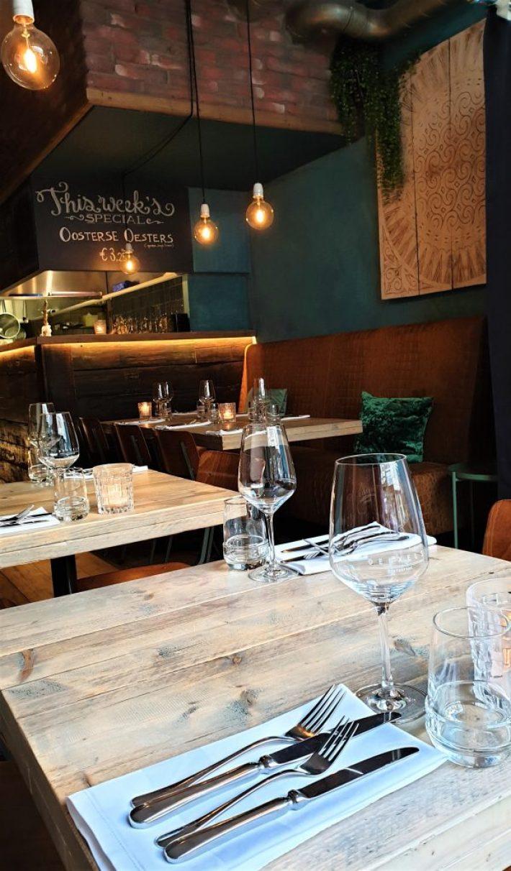 Uit eten in Den Haag: interieur restaurant Dekxels