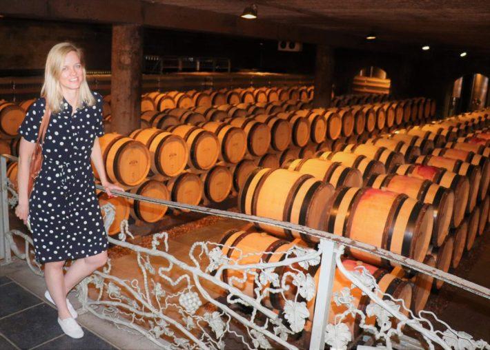 wijnkelder met houten vaten