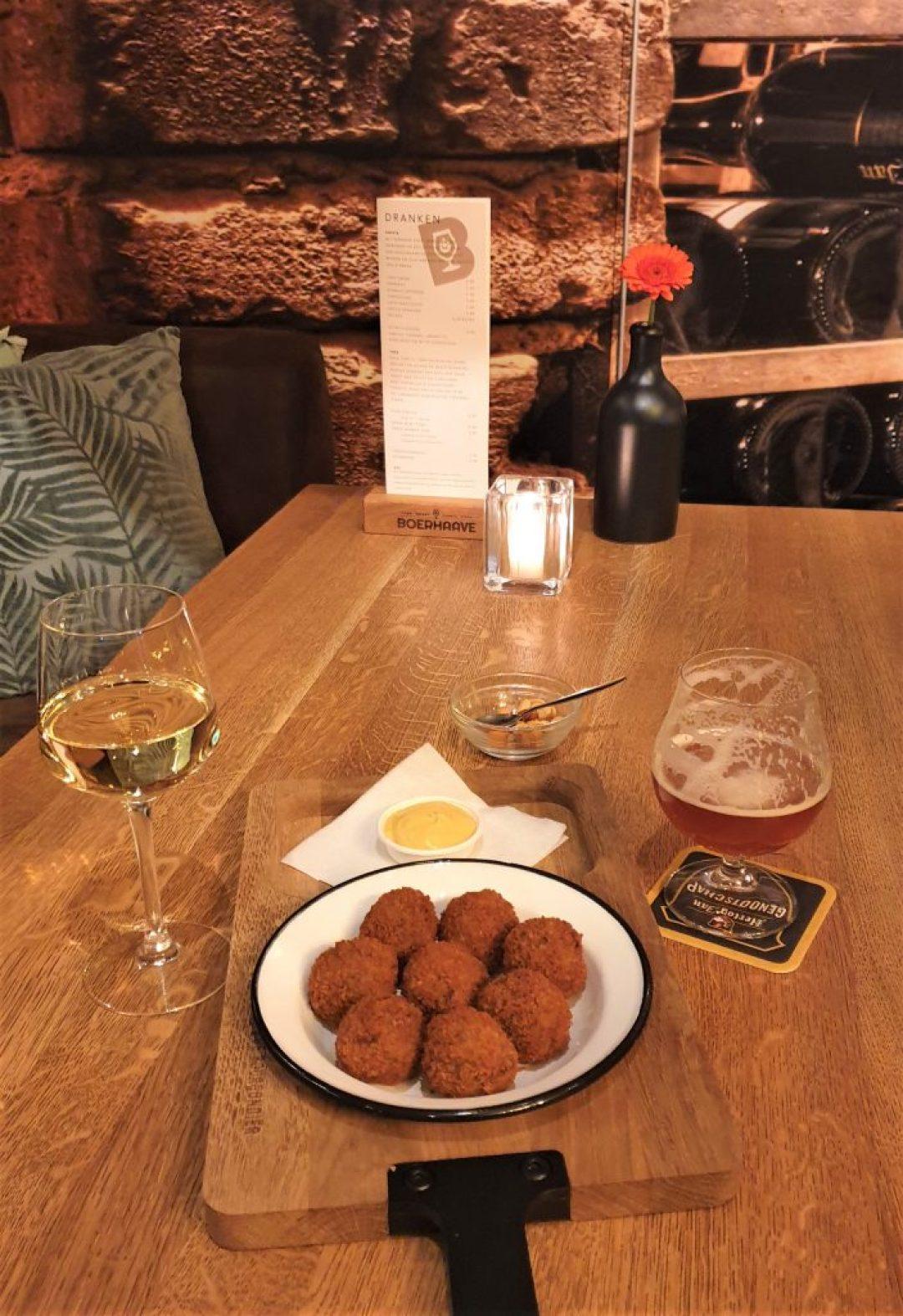 Boerhaave Voorhout wijn en bitterballen