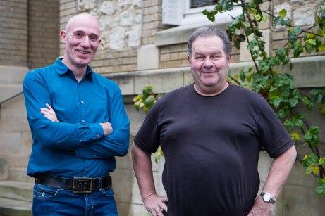 Marcel en vigneron Patrick Pertois, een van de inmiddels vaste adressen op de route.