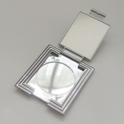 Kozmetické zrkadielko do kabelky.