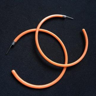 Veľké náušnice kruhy plastové. Farba- oranžová. Rozmer: 6,5cm.