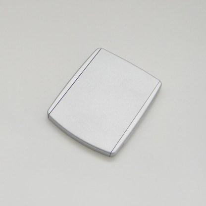 Luxusné kozmetické zrkadielko do kabelky. Farba- strieborná. Rozmer: 6,5cm x 8,5cm.
