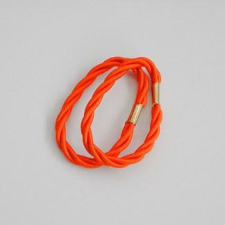 Prepletaná gumičkadovlasov pre ženy a detí. Farba- oranžová. Rozmer: 1cm x 6cm