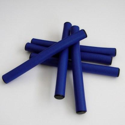 Profesionálne ohybné natáčky, latexové papiloty, sú vyrobené s extrémne odolného materiálu s výnimočnou citlivosťou pre vlasy. Farba-modrá. Priemer: 1,5cm.Dĺžka: 15,5cm.