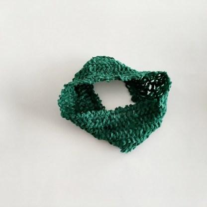Široká pletená čelenka do vlasov jednofarebná pre ženy a deti. Farba- zelená. Rozmer: 6,5cm.