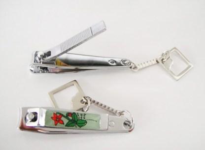 Profesionálne malé cvakačky na nechty. Cvakačky sú vyrobené z vysokokvalitného materiálu. Farba- žltá. Rozmer: 5,5cm x 1,3cm.