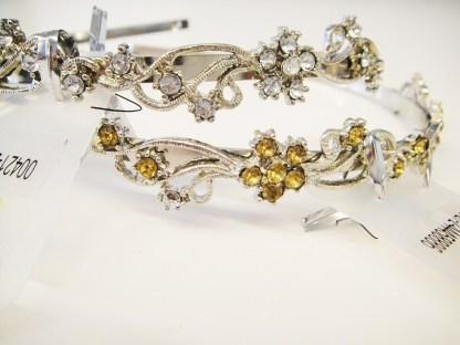 Luxusná čelenka do vlasov kovová so štrasovými kamienkami. Farba- zlatá. Rozmer: 1.5cm.