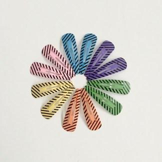 Krásne sponky pukačky do vlasov kovové s pruhmi pre ženy a detíčky, 12ks. Farba- mix farieb. Rozmer: 4cm.