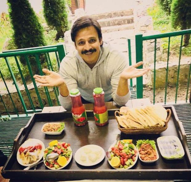 Vivek Oberoi enjoying food