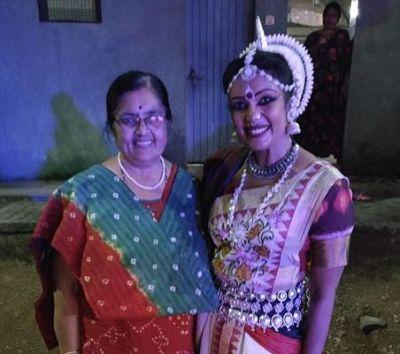 Sandhya Manoj with her mentor Parvathy Narayana Swamy
