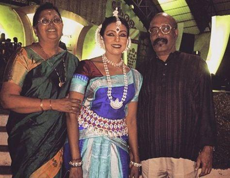Sandhya Manoj with her parents