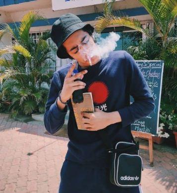 Ahaan Panday smoking
