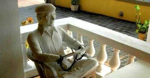 Charles Sobhraj's statue at O Coqueiro restaurant