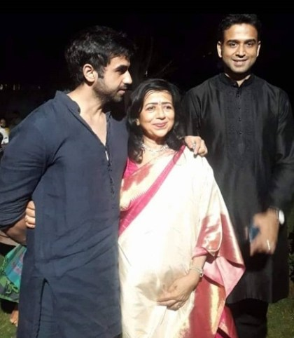 Nikhil Kamath with his mother and brother
