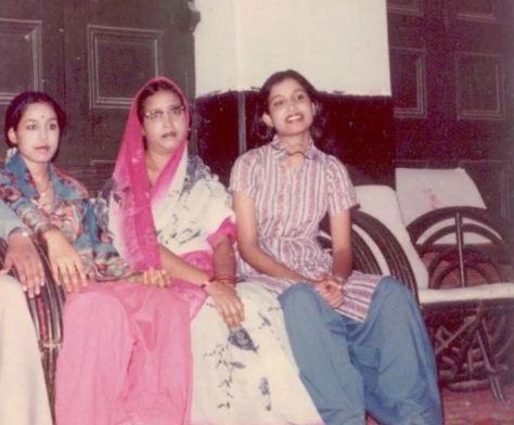 Yasmin, sister of Taslima (extreme left), Mother of Taslima (in center), Taslima (extreme right)