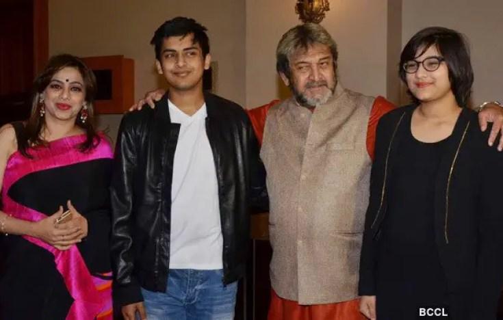 Mahesh Manjrekar with family