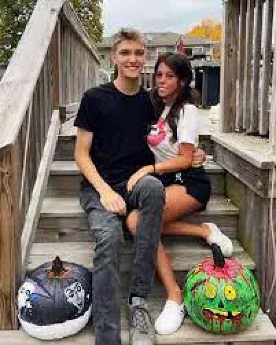 Bethanylouwhoo and her boyfriend