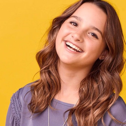 Annie Leblanc Wiki, Age, Height, Brother, TikTok, Songs, Sister, Boyfriend, Father, Biography, Net Worth