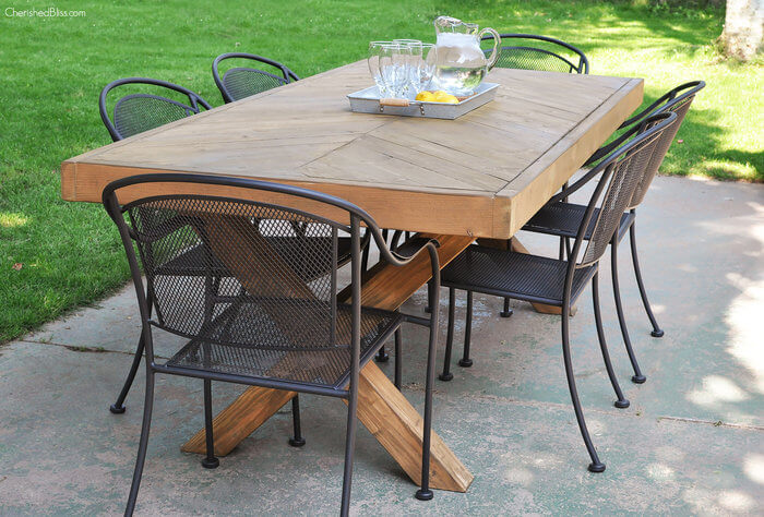 rsz_diy_outdoor_table_3-1