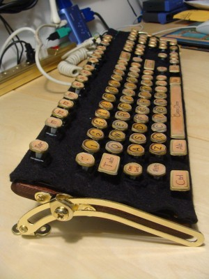 cheap and easy to make steampunk keyboard